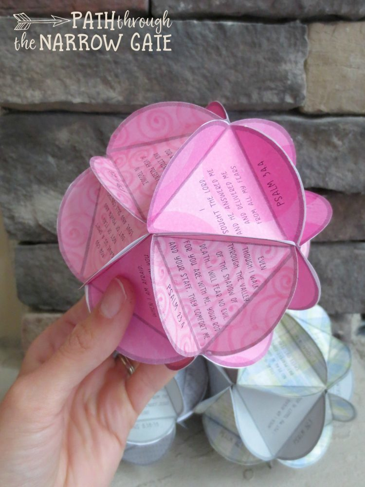Do your kids struggle with worries and fears? Encourage them to look to God - with this easy to make paper globe, featuring 20 different Bible verses.