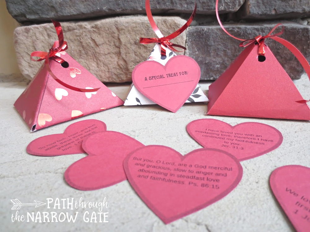 Need a sweet treat for your kids? How about a simple Valentine's craft? These printable valentines boxes are just the right size for candy and easy to make.