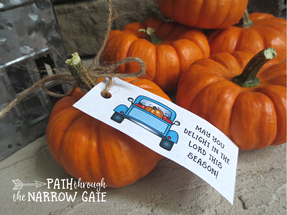 Brighten someone's day with these printable fall gift tags with Bible verses - perfect for a neighbor, classroom, or trick or treating!